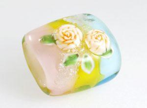 96054 清水みゆき 帯留め・バラと銀の蝶(春)